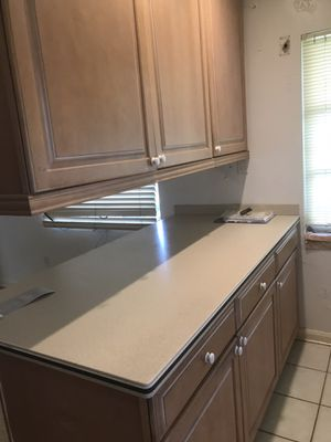 Entire kitchen cabinets and countertop. Need gone ASAP for Sale in Dunedin, FL