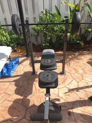 Golds gym weight lifting set for Sale in Miami, FL
