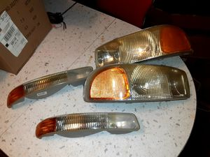 1999-2006 gmc sierra 2500hd front headlight, turn signal OEM for Sale in Salinas, CA