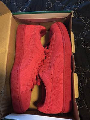 Hot pink Pumas size 8.5 women's for Sale in Boston, MA