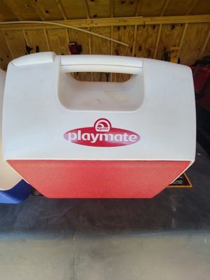 Igloo Playmate Lunch Box Cooler for Sale in Aylett, VA