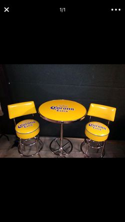 Corona Pub Table and Bar Stools for Sale in Hemet,  CA