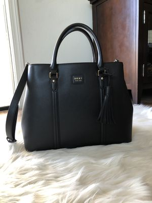 DKNY Large Amy Satchel for Sale in Lakewood, CA