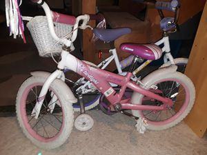 Schwin girls bike comes with training wheels for Sale in Wenatchee, WA
