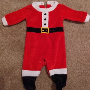 Baby Clothing, Santa Outfit. Newborn. for Sale in Wichita, KS