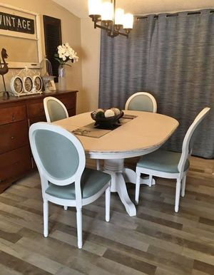 Dining room table and 4 chairs for Sale in Bend, OR
