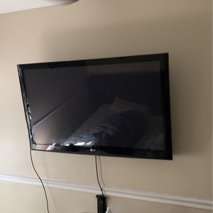 Sellling LG TV 50 inch for Sale in Miami, FL