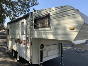 1986 terry Taurus 3000 CL fifth wheel 18 foot wonderful PK for Sale in Elk Grove, CA