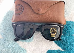 Brand New Authentic Wayfarer Sunglasses for Sale in Dallas, TX