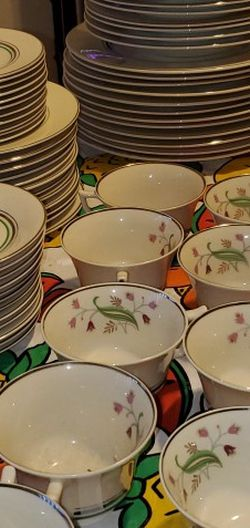 """Vintage 1920's OLD IVORY ☆ SYRACUSE CHINA{12} OF EACH 10.5"""" Plate, 9"""" Bowl, 8"""" Plate, 6"""" Saucer {11} 6.5"""" Plate, {10} 5.5"""" Bowl, & 4"""" T/Cups for Sale in Tacoma,  WA"""