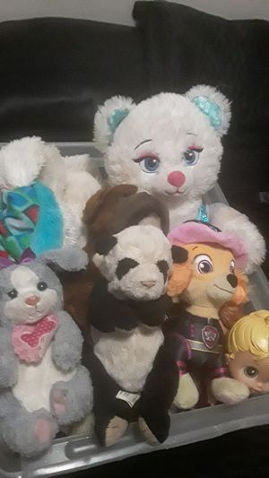 Box of Stuffed animals and not needing toys! for Sale in Colorado Springs, CO