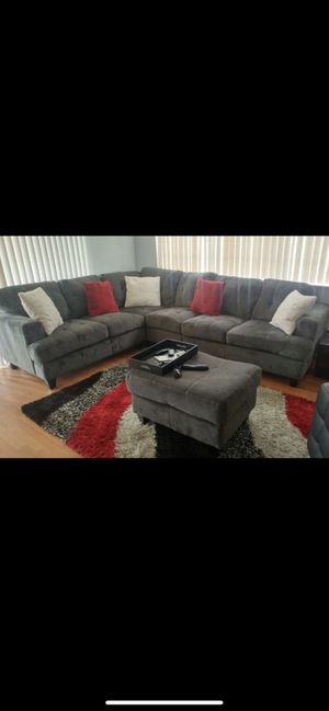 Grey sectional couch for Sale in Tamarac, FL