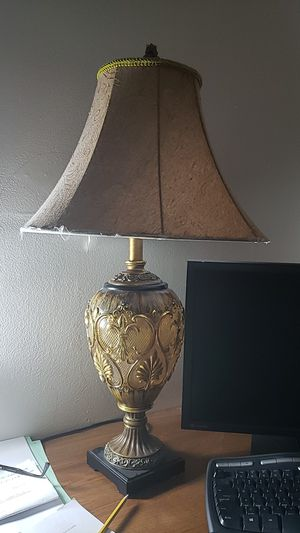 Nightstand vintage lamp with Fleur de lis and bronze accents for Sale in Boca Raton, FL