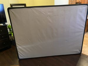 Free queen sz box spring for Sale in Kennewick, WA