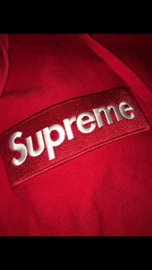 Supreme box logo sz large we can meet at former vintage if need be cash only for Sale in Saint Clair Shores, MI