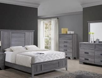 🌟🌟 SAVE UP 70 % OFF BEDROOM SET: QUEEN BED + NIGHTSTAND+ DRESSER+ MIRROR (**Mattress and Chest not included**) for Sale in La Habra,  CA