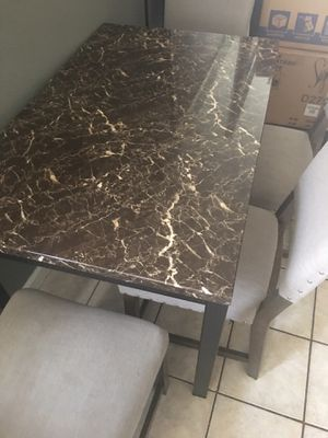 free table and chairs for Sale in Tampa, FL