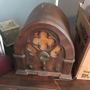 Antique radio for Sale in Swansea, SC