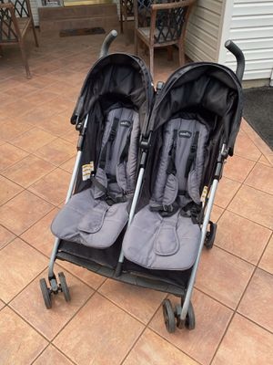 Evenflo Double Umbrella Stroller for Sale in Sterling, VA