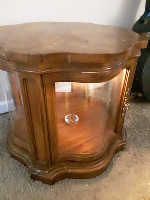 Antique Curved Glass Side Table w/ built-in lighting for Sale in Redwood City, CA
