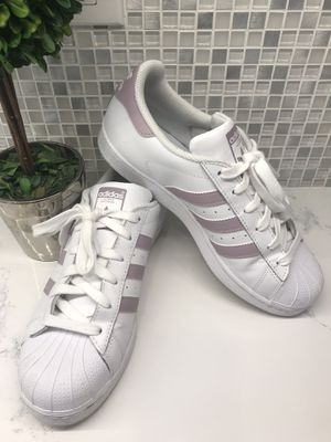 adidas Originals 15 Women's Superstar Sneaker size 8 for Sale in Downers Grove, IL