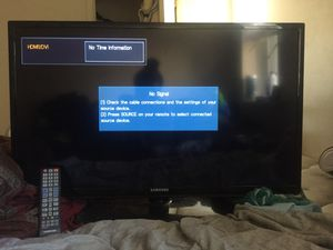 """Samsung tv 32"""" or a lil bigger for Sale in Washington, DC"""