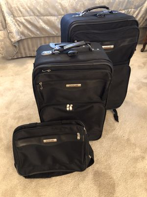 Nesting Luggage set. Three pieces. Check in, carry-on and travel bag. for Sale in San Dimas, CA