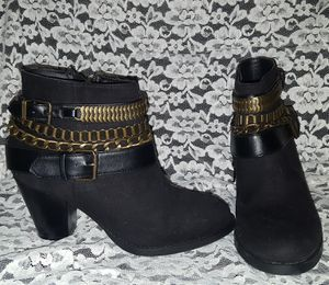 Black & gold chain ankle boots size 9 for Sale in Laveen Village, AZ
