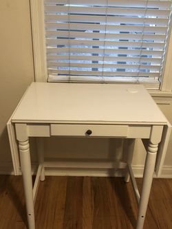 Extendable Table/Desk With Chair for Sale in Tacoma,  WA