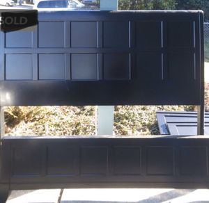 Used black Queen Bed frame for Sale in Puyallup, WA