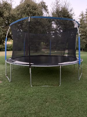 14ft Trampoline for Sale in Visalia, CA