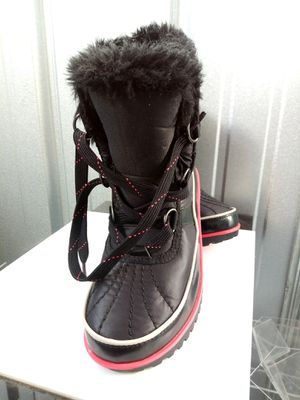 Sorel boots for girls for Sale in Chicago, IL