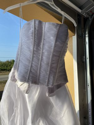 Beautiful white 2 piece wedding dress in great condition size 6. for Sale in Lehigh Acres, FL