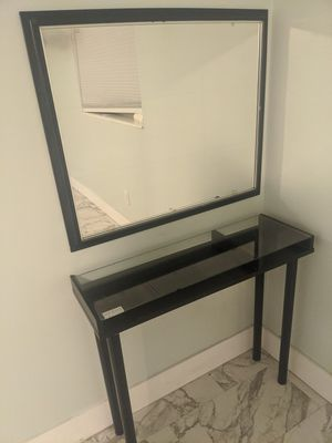 Unique Posh Vanity Makeup Table and Mirror for Sale in Fort Lauderdale, FL