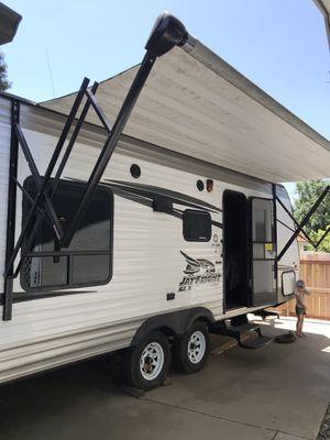 JAYCO JAYFLIGHT SLX 212 QBW TRAVEL TRAILER CLEAN W/EXTRAS for Sale in Fresno, CA