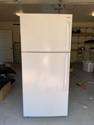 Insignia 18.1 cubic ft. Refrigerator/ Freezer for Sale in Pasadena, CA