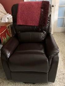 Beautiful mocha recliner for Sale in Miami, FL