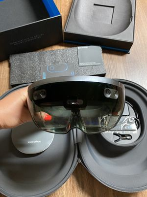 Brand new Microsoft Hololens Development Edition - AR Headset - ExcellentCondition for Sale in Seattle, WA