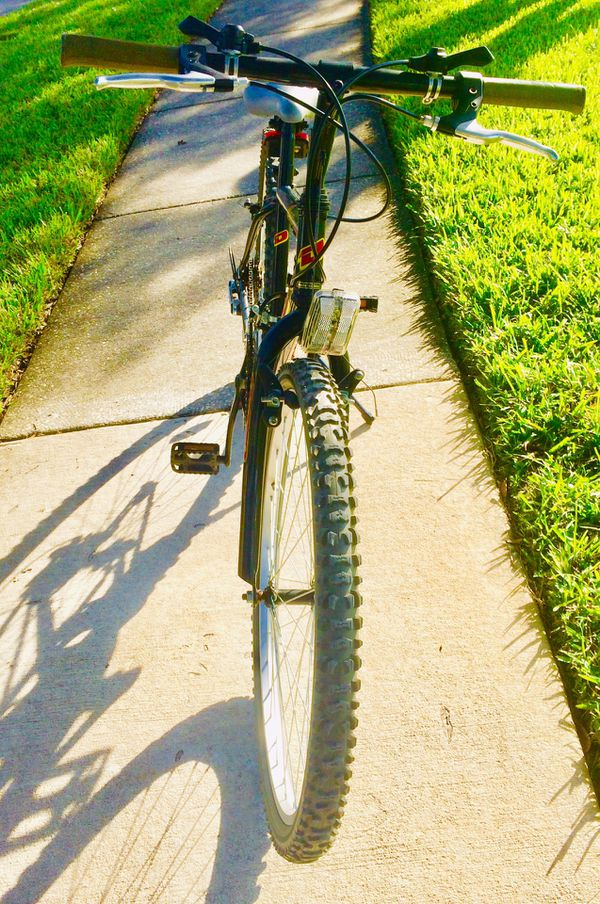 """26"""" Black/Gray Men's 18 Speed Mountain Bicycle -Great Condition🚲Click on """"Read More"""" for Details🙂"""