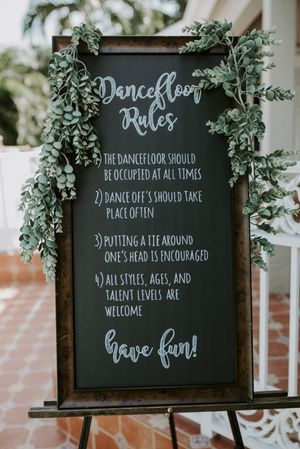 Party Prop/ Dance Sign & Easel for Sale in Pembroke Pines, FL