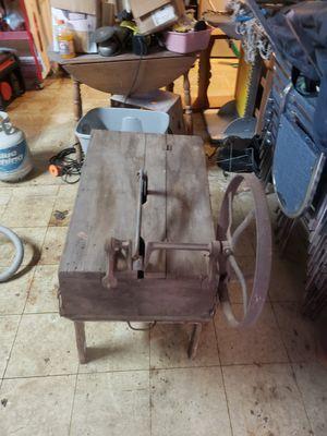 Antique wooden wash machine for Sale in Batesburg-Leesville, SC