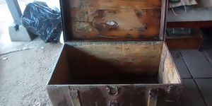 Vintage chest L 28inches H 18inches W16 inches for Sale in Fresno, CA