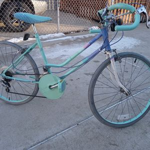 "24"" Huffy Color Waves 1989 Model for Sale in Chicago, IL"