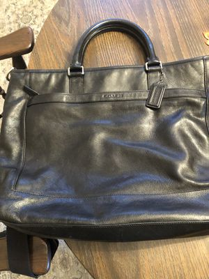 Make an offer! In excellent condition, Authentic COACH larger bag! for Sale in Palos Hills, IL