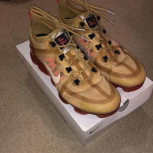 Great condition Nike Vapormax 2019 gold/red size 10.5 for Sale in Sterling, VA