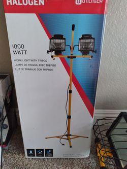 Halogen 1000 Watt Work Light With Tripod for Sale in Las Vegas,  NV