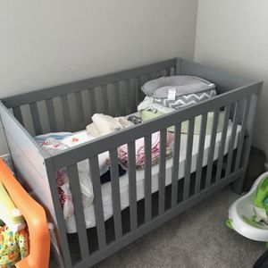 Gray Crib And Mattress for Sale in New Port Richey, FL
