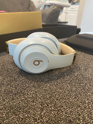 Beats wireless headphones for Sale in Gig Harbor, WA