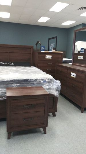 Queen 5 piece bedrooms sets mattress not included for Sale in Columbus, OH