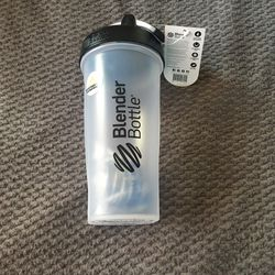BRAND NEW Blender Bottle 28oz for Sale in Vancouver,  WA